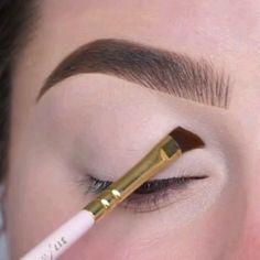 Eye Makeup Steps, Simple Eye Makeup, Natural Eye Makeup, Makeup Dupes, Hair Makeup, Oval Brush Set, Microblading Aftercare, Dance Makeup, Makeup Videos