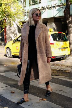 Warm and cute teddy bear coat – Page 10 of 36 – zzzzllee – Outfit Winter Coats Women, Coats For Women, Fall Coats, Fashion Week, Look Fashion, Fashion Trends, Fall Fashion, Mode Outfits, Stylish Outfits