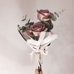 Dusty rose bouquet with only two flowers and eucaliptus branches Boquette Flowers, How To Wrap Flowers, Luxury Flowers, Bunch Of Flowers, Small Flowers, Paper Flowers, Beautiful Flowers, Small Flower Bouquet, Flower Box Gift