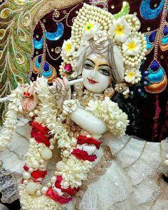 Krishna Mantra, Cute Krishna, Lord Krishna Images, Radha Krishna Pictures, Radha Krishna Love, Radhe Krishna, Krishna Statue, Radha Rani, Hanuman Live Wallpaper