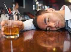 5 alimentos que no debes comer cuando estás borracho - ConsejosdeSalud.info