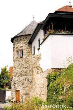 Vác, Hungary Central Europe, Mountain Range, Homeland, Hungary, Budapest, Castle, Mansions, House Styles, World
