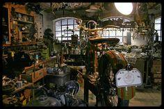 Ton-Up culture un blog dedicado a las motos clásicas, cafe racer, música y cine. Ton up culture is a thematic blog, of classic motorcycles, cafe racer, vintage stuff, music and cinema Ton-Up Culture: Vintage Garage