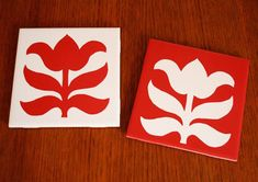 Custom-made trivets.would probably buy the stencil, instead of making it. Diy Projects Design, Diys, Tile Crafts, Diy Coasters, Stencil Diy, Wooden Diy, Hostess Gifts, Diy Gifts, Crafty