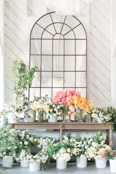Photography : Matthew Land Studios Read More on SMP: http://www.stylemepretty.com/living/2016/03/24/think-you-cant-make-your-own-spring-centerpiece-think-again/