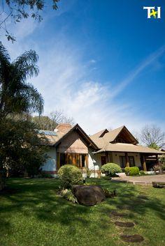 Casa em meio a natureza.  Arquitetura Projeto TEIA + IARA