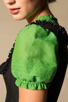 Gössl Online Store - Dirndl blouse made of cotton and silk - Lovely stitching pattern
