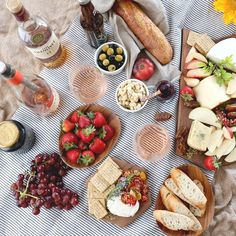 To you have to eat well too! How about a cheese platter to go with that rosé? Tapas Party, Tapas Recipes, Grazing Tables, Cheese Spread, Cheese Platters, Antipasto, Charcuterie, Eating Well, Wellness