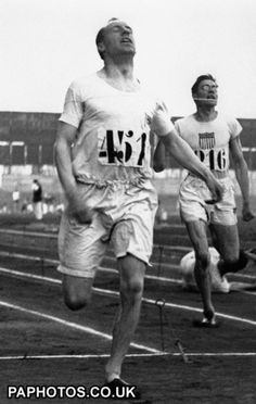 Eric Liddell ( G.B. ) winning 400m IN 47.6 sec at Olympics 1924 from Horacio Fitch ( U.S.A. )