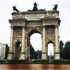 È impossibile non innamorarsi di Milano.  Ottobre 2O15 #Milano #IgMilano #IgersMilano #MilanoSempione #milanocityufficiale #milanoofficial #milanodavedere #milanodaclick #milanodavivere #milanocityofficial #italiadavedere #igitalia #igersitalia #photooftheday #picoftheday #follow #followme #instagram by lagiorgia__