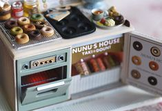 """""""nunu's house"""" - scale miniatures by tanaka torro. this one includes a scale donut display ! Miniture Food, Miniture Things, Rement, Polymer Clay Dolls, Tiny Food, Miniature Kitchen, Mini Things, Collector Dolls, Small World"""