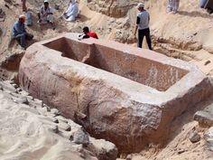 > Encuentran tumba gigante que data de la época del Diluvio de Noé  #gigantes #noe #diluvio #descubrimiento #arqueología