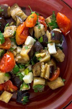 Padlizsán, paradicsom és kecskesajt saláta Salad Bar, Kung Pao Chicken, Meal Prep, Favorite Recipes, Meals, Dinner, Ethnic Recipes, Salad Ideas, Food