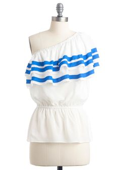 Loving the vintage-y style of this top! Would look so great on vacation at the beach this summer!