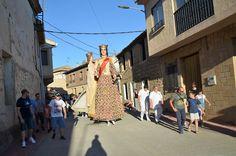Santacara: Gigantes y Cabezudos - Dia de las Asociaciones Año... Street View