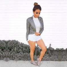 Top knot, short shorts & #cuteboots… #beautyblogger @lily_glam_ knows just how to bring on the weekend!  BRIE #ankleboots #springboots #fridayvibes #stpatricksday #styleblogger #streetstyle #carlossantana