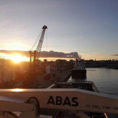 #nofilter #sunlight #sunset #nature #bluesky #sunnyday #synnydaysarehereagain #aberdeen #scotland #offshorelife #supplylife #supply #islandoffshore by janhelgegrindhaug