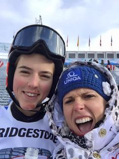 AUDI FIS SKI WORLD CUP vo Flachau - Obrovský slalom ( 17. 1. 2016 ) - Petra Vlhová - postup do 2. kola ( radosť s Veronikou Velez Zuzulovou )