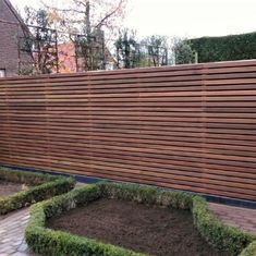 Discover recipes, home ideas, style inspiration and other ideas to try. Modern Garden Design, Contemporary Garden, Outdoor Walls, Outdoor Fun, Outdoor Decor, Backyard Fences, Garden Fencing, Fence Design, Patio Design