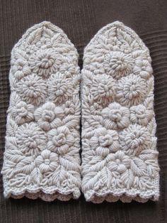 Варежки, митенки, перчатки ручной работы. Ярмарка Мастеров - ручная работа Варежки с ручной вышивкой Сударушка. Handmade.