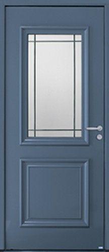 Modèle Isaac Porte d'entrée aluminium classique mi vitrée Un vitrage souligné de petits bois plomb pour donner du caractère à votre entrée.
