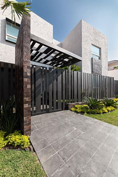 Casa Sorteo Tec No.191: Casas de estilo moderno por Arq. Bernardo Hinojosa