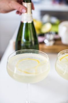 Brown rum cocktail and orgeat syrup - Clean Eating Snacks Juice Smoothie, Smoothie Drinks, Smoothies, French 75, Prosecco Cocktails, Camping Snacks, Sugar And Spice, Quick Recipes, Christmas Desserts