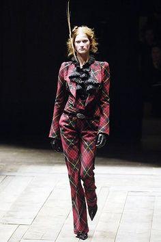 Alexander McQueen Fall 2006 Ready-to-Wear Fashion Show - Marta Berzkalna (CITY)