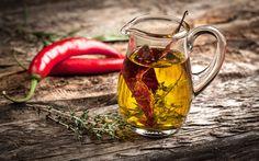 Chiliöl schmeckt würzig und wird oft zum verfeinern von Speisen gebraucht. Chiliöl selbst gemacht – wir erklären, wie's geht.