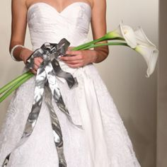 Carolina Herrera- Arum lilies Knot Note: This simple spray of three arum lilies is a simple but no less dramatic option for your bouquet. Lily Wedding, Wedding Flowers, Stones Throw, Bridal Fashion Week, Carolina Herrera, Lilies, Photo Galleries, Wedding Planning, Bouquet