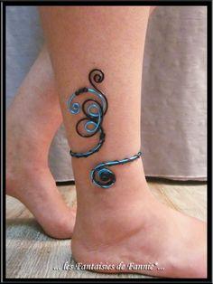 """Bracelet cheville DESIGN alu """"BLEU ET NOIR"""" ajustable : Bracelet par les-fantaisies-de-fannie"""