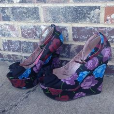 Betsyville floral platforms 🌺💖🌺💖 Only worn a few times - not my style anymore !  But soooo cute!!!!!!! Betsey Johnson Shoes