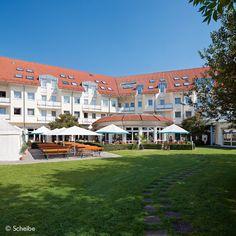 Terrasse & Biergarten – u.a. mit sommerlichen »Mediterranen Buffets« …