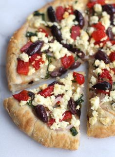 Pizza Recipes Greek Pizza with Feta, Spinach & Olives - Inquiring Chef Mediterranean Pizza, Mediterranean Recipes, Good Food, Yummy Food, Greek Recipes, Freezer Meals, Cooking Recipes, Gourmet Pizza Recipes, Pasta