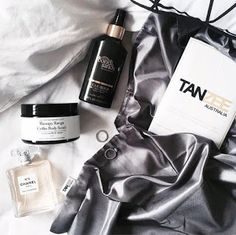 Bikinis Anonymous : Introducing Tanzee Australia - Your New Best Friend in Bed | Fake Tan | Tanning | Spray Tan | Tanzee | Sheet Protector - https://tanzee.com.au/
