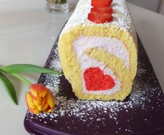 Rezept Erdbeer-Mascarpone-Biskuitrolle mit Motiv von Schirmle - Rezept der Kategorie Backen süß