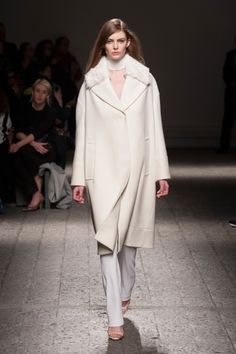 PORTS 1961 for  FW 2014 shows off what a white coat ought to be.   #stylecon #catwalk #fashion #dreams  #memorizing #simple #clean #architectural #design