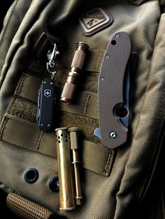 How about an EDC picture thread? Best Pocket Knife, My Pocket, Edc Essentials, Everyday Carry Items, Man Gear, Edc Tactical, Edc Tools, Cool Gear, Survival Gear