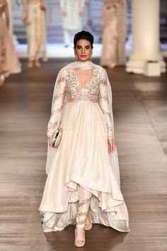 Designer duo Shyamal & Bhumika at India Couture Week The designer duo displayed their latest fashion trends in the men's & women's designer wear. Indian Gowns, Indian Attire, Indian Ethnic Wear, Anarkali Dress, Lehenga Choli, Sari, White Anarkali, Indian Anarkali, Sharara