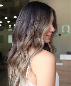 Monochrome Interior, Loft Style, Hairdresser, In The Heights, Hair Inspiration, Hairstyle, Long Hair Styles, Beauty, Hair Job