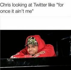 Chris Brown reacts to Meek Mill and Drake drama online ... lol - http://www.nollywoodfreaks.com/chris-brown-reacts-to-meek-mill-and-drake-drama-online-lol/