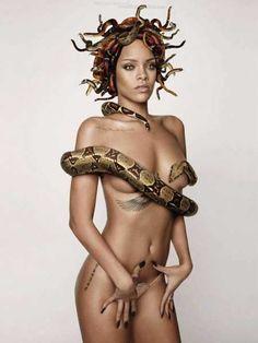 fashion-photography-snake-queen-Rihanna-3