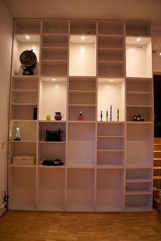 Ceiling height book shelf hacked from Ikea parts Condo Living, Home And Living, Living Room, Tiny Living, Apartment Living, Wall Shelving Units, Ceiling Shelves, Book Shelves, Kitchen Shelves