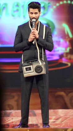 Shahid Kapoor with the 'pk' radio at the Umang Mumbai Police Show 2015. #Bollywood #Fashion #Style #Handsome