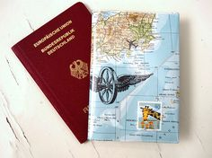 Hülle für den Reisepass, in passendem Weltkarten Design / passport cover, world map design, travel must have by renna-deluxe via DaWanda.com