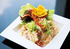プリプリのシーフードがたっぷり! ピリッと辛い「春雨サラダ」のレシピ 自宅で手軽にチャレンジできる ピリうま! 本場のタイ料理レシピ CREA WEB(クレア ウェブ)