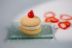 Macaron salgado com brie, damasco e pimenta dedo de moça [ Buffet | Finger food ]