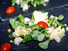 Ma Cuisine et Vous | Salade de tête de Moine aux poires, sauce vinaigrette |  Préparation: 20 minutes        Ingrédients  (pour 6 personnes):    1 salade de mâches    18  rose...