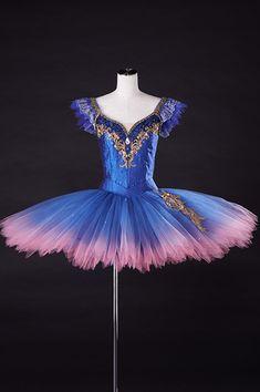 アルモワール・ドゥ・コステューム | エトワール・クラシックチュチュ| A−274 Tutu Ballet, Ballerina Tutu, Ballet Dancers, Sleeping Beauty Ballet, Ballet Clothes, Tutu Costumes, Beautiful Costumes, Ballet Photography, Ballet Beautiful