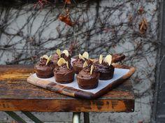Petite Kitchen's Chocolate, Banana & Avocado Mousse Cakes Recipe - Eleanor Ozich shares her mousse cakes recipe sensation Raw Food Recipes, Sweet Recipes, Cake Recipes, Gf Recipes, Kitchen Recipes, Delicious Recipes, Recipies, Vegan Baking, Healthy Baking